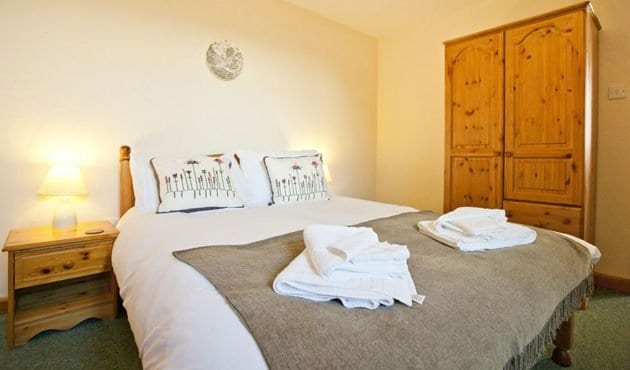 Carthouse Barn at Budds Barns Double ensuite bedroom
