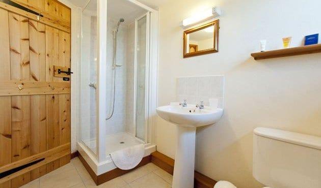 Wagtail Barn at Budds Barns Bathroom