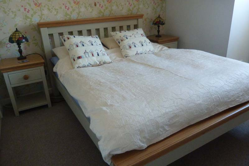Falcon Mews Grooms Cottage Double Bedroom 2
