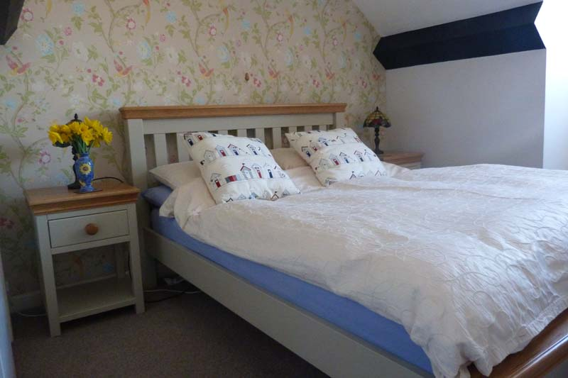Falcon Mews Grooms Cottage Double Bedroom 3