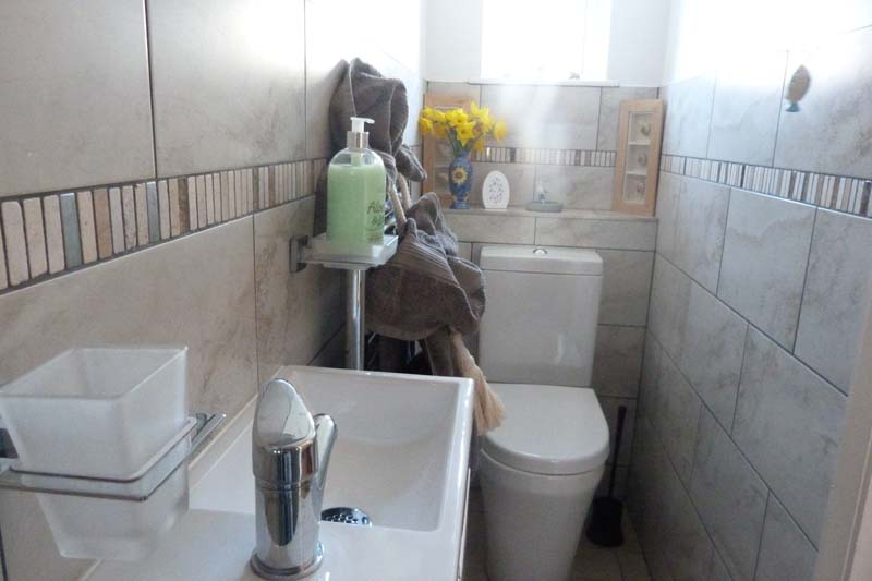 Falcon Mews Grooms Cottage toilet 1