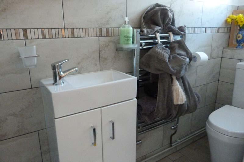 Falcon Mews Grooms Cottage toilet 4