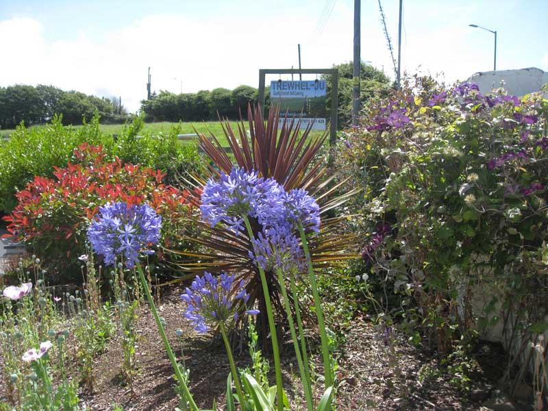 Trewhel-ju Front Garden