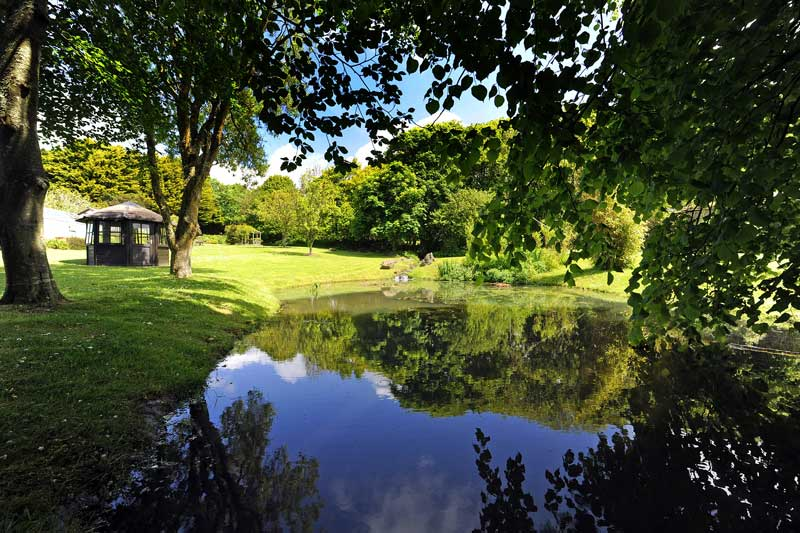 General Broomhill Manor Image lower garden ponds