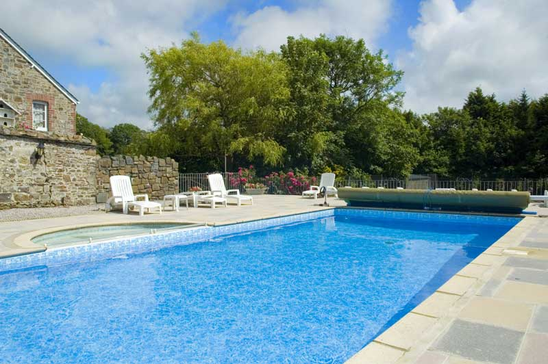 General Broomhill Manor Image outdoor swimming pool